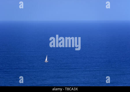 Sailing boat on the Atlantic ocean - Stock Image