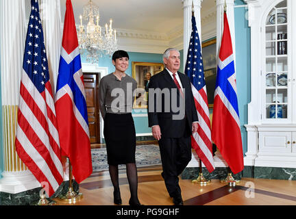 U.S. Secretary of State Rex Tillerson and Norwegian Foreign Minister Ine Marie Eriksen Søreide prepare to address reporters at the U.S. Department of State in Washington, D.C. on January 11, 2018. - Stock Image