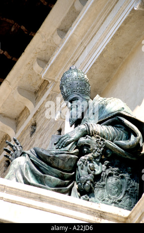 Statue of Pope Sisto V in the centro storico of the city of Fermo in Ascoli Piceno Le Marche Italy - Stock Image