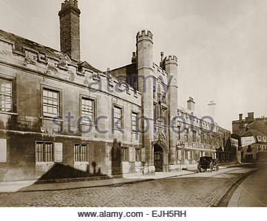 Circa 1870 Albumen print of Cambridge University a horse drawn carriage on the cobblestone street ientrance gate - Stock Image