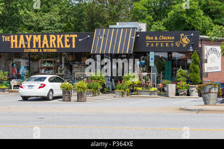 HICKORY, NC, USA-9 JUNE 18: Two small, colorful shops along US 127 in Hickory. - Stock Image