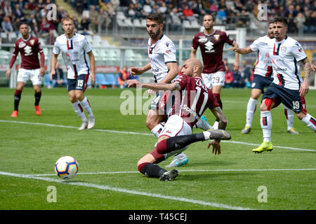 Turin, Italy. 14th Apr, 2019. Turnin, Italy. 14th Apr 2019.  Serie A football, Torino versus Cagliari; Simone Zaza of Torino FC stretches attempting to cross the ball Credit: Action Plus Sports Images/Alamy Live News Credit: Action Plus Sports Images/Alamy Live News - Stock Image