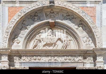 COMO, ITALY - MAY 9, 2015: The side portal of Duomo - cathedral with the relief of Flight to Egypt biblical scene. - Stock Image