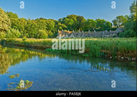 Arlington Row weavers cottages and the River Coln in the Cotswold village of Bibury, Gloucestershire, England - Stock Image