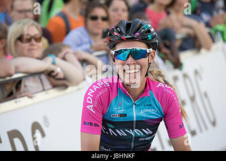 London, UK.  11th June 2017. Final stage of the 2017 Women's Tour of Britain, Hannah Barnes celebrates her 3rd place - Stock Image