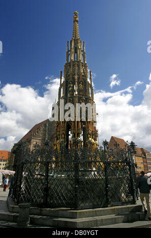 The picture shows the 19m-tall 'Schoener Brunnen' (C) (Beautiful Fountain) in Nuremberg, Germany, 05 September - Stock Image
