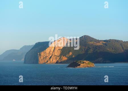 Coast of Urdaibai with Ogono cape - Stock Image