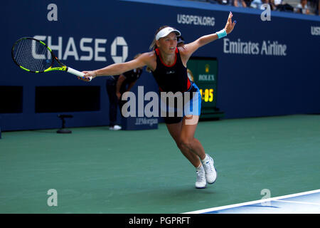 Flushing Meadows, New York - August 28, 2018: US Open Tennis: Caroline Wozniacki of Denmark in action during her first round match against Samantha Stosur of Australia at the US Open.  Wozniacki won the match in straight sets to advance to the second round. Credit: Adam Stoltman/Alamy Live News - Stock Image
