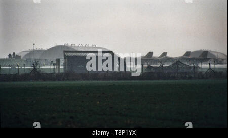 Upper Heyford RAF - USAF Air base in Oxfordshire England. 15/04/1986 The 1986 United States bombing of Libya, code-named Operation El Dorado Canyon, comprised air strikes by the United States against Libya on Tuesday, the 15 April 1986. The attack was carried out by the U.S. Air Force, U.S. Navy and U.S. Marine Corps via air strikes, in retaliation for the 1986 West Berlin discotheque bombing. There were 40 reported Libyan casualties, and one U.S. plane was shot down. One of the claimed Libyan deaths was of a baby girl, reported to be Muammar Gaddafi's daughter, Hana Gaddafi.[3] However, there - Stock Image
