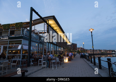 People at cafe, bar the Quay, Newcastle on Tyne, Tyne and Wear, England - Stock Image