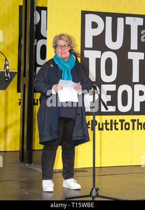 London, UK. 23rd Mar, 2019. Sandi Toksvig, entertainer, addressing the People's Vote March and rally, 'Put it to the People.' Credit: Prixpics/Alamy Live News - Stock Image