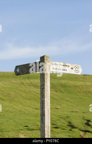 Walking guide post on the Brenig Way archaeological trail at Llyn Brenig reservoir North Wales allowing visitors to locate bronze age monuments - Stock Image