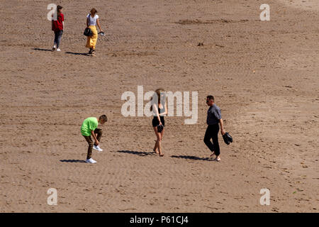 Dundee, Tayside, Scotland, UK. 28th June, 2018. UK weather: Sunbathers enjoying the hot sunny weather at Broughty Ferry beach in Dundee with temperatures reaching 30º Celsius. Credits: Dundee Photographics / Alamy Live News - Stock Image