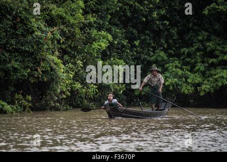 Father and daughter on the Pathein river, Myanmar. - Stock Image