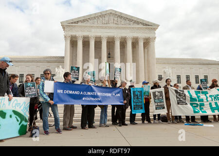 September 10th, 2018, Washington DC: Protesters rally in front of the US Supreme Court building in support of 'Let The Youth Be Heard' movement - Stock Image