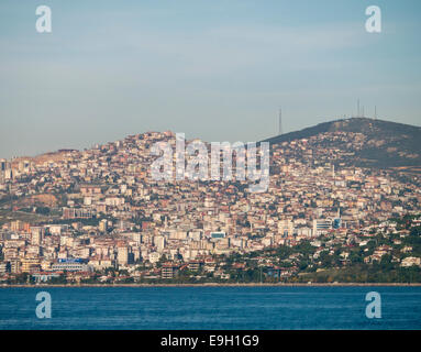 Urban spread along the Asian side of Istanbul in the sea of Marmara - Stock Image