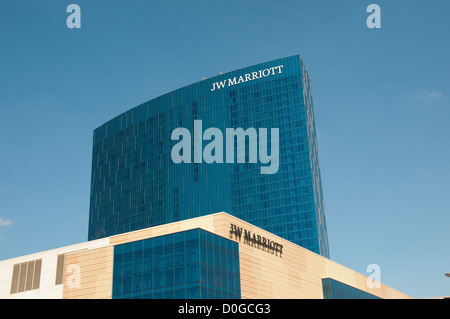 USA, Indiana, JW hotel in JW Marriott chain on Indianapolis skyline. - Stock Image
