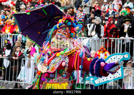 Düsseldorf, Germany. 4th March 2019. The annual Rosenmontag (Rose Monday or Shrove Monday) carnival parade takes place in Düsseldorf.  Photo: Vibrant Pictures/Alamy Live News - Stock Image