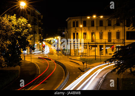 Cossroad at night - Stock Image