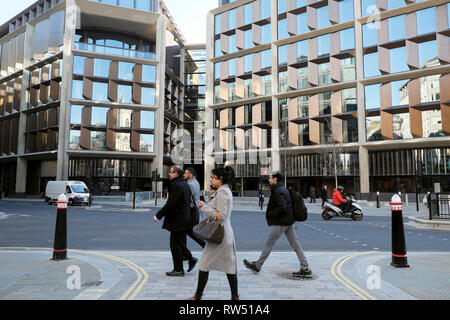 Exterior view of office workers walking near the Bloomberg Building offices on Queen Victoria Street in the City of London England UK    KATHY DEWITT - Stock Image