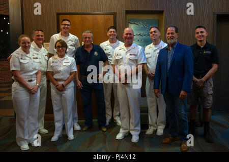 180830-N-NW255-1090 FRANKLIN, N.C. (Aug. 30, 2018) The U.S. Navy Band Country Current poses with former members, retired Musician 1st Class Ben Winter, fifth from left, and retired Master Chief Musician Wayne Taylor, second from right, after a performance at the Smoky Mountain Center for the Performing Arts in Franklin, North Carolina. National tours occasionally allow Navy Band musicians to reconnect with alumni who have retired to other parts of the country.  (U.S. Navy photo by Senior Chief Musician Melissa Bishop/Released) - Stock Image