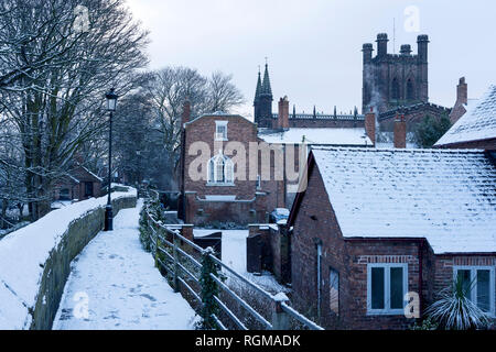 Chester, Cheshire, UK. 30th December 2018. Chester Cathedral and the city walls covered in snow. Credit: Andrew Paterson/Alamy Live News - Stock Image