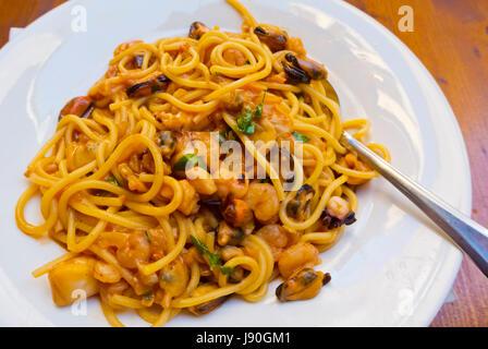 Spaghetti Frutti di Mare, spaghetti with seafood, old town, Sibenik, Dalmatia, Croatia - Stock Image