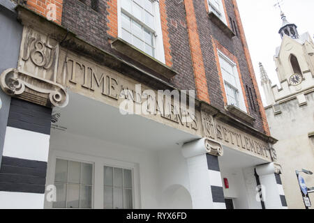 Sir Reginald Blomfield's Time and Talents Settlement, Bermondsey, London, UK - Stock Image