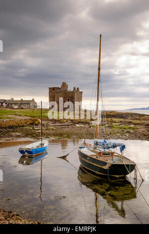 Portencross castle on the Ayrshire coast of Scotland with sailing boats in the harbour. UK - Stock Image