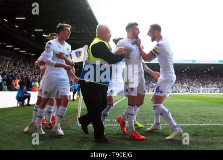 Leeds United's Stuart Dallas (second right) celebrates scoring his side's first goal of the game with Liam Cooper (right) and team-mates during the Sky Bet Championship Play-Off, Semi Final, Second Leg match at Elland Road, Leeds. - Stock Image