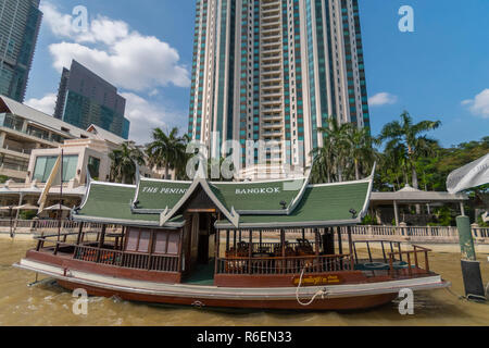 The Peninsula Is A Luxury Hotel Located On The Bank Of The Chao Phraya River In The Khlong San District Of Bangkok Thailand - Stock Image