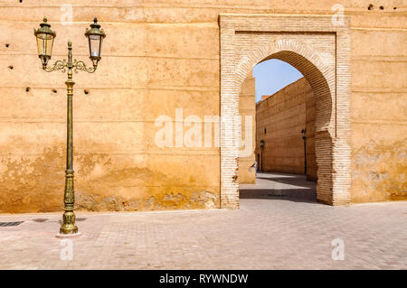 Street lamp and a gete in the Medina of Marrakech, Morocco - Stock Image
