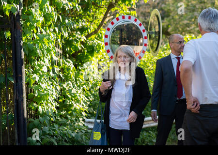 Stockholm, Sweden, May 31, 2018. Crisis in the Swedish Academy. Members of the Swedish Academy arrive at Bergsgarden, Djurgarden, Stockholm for late dinner after previous meetings at the Swedish Academy in the Old town, Stockholm. Kristina Lugn arrives. Credit: Barbro Bergfeldt/Alamy Live News - Stock Image