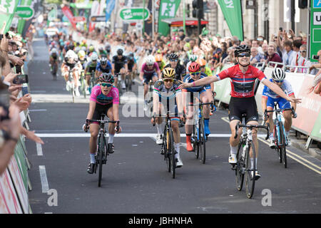 London, UK.  11th June 2017. Final stage of the 2017 Women's Tour of Britain. Jolien D'Hoore (right) wins the the - Stock Image