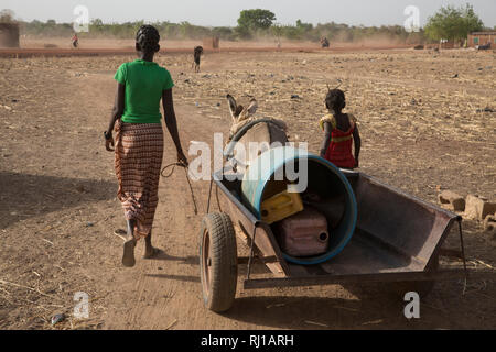 Samba village, Yako Province, Burkina Faso: Abzetta Sondo, 19, fetches water for her household. - Stock Image
