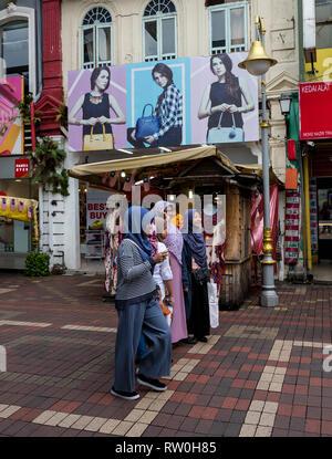 Young Malaysian Women in Typical Dress, Kuala Lumpur, Malaysia. - Stock Image
