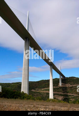 The Millau Viaduct over the Tarn River gorge near Millau in southern France. The Bridge carries the A75 autoroute. - Stock Image