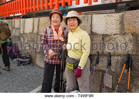 Mature Japanese women posing for a photograph before they start hiking, Fushimi Inari Taisha Shinto shrine, Fukakusa Yabunouchichō, Fushimi Ward, Kyo - Stock Image