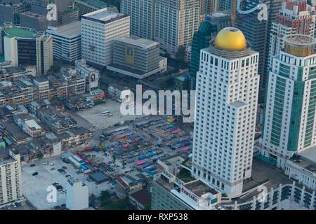 Neon market aerial view in Bangkok from the Baiyoke tower skyscraper - Stock Image