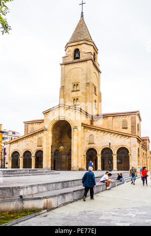 Gijon, Spain - 6th July 2018: People walking past Iglesia de San Pedro Apóstol. The church was completed in 1955. - Stock Image