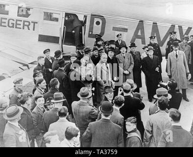 Joachim von Ribbentrop on his arrival at Croydon airport. Ribbentrop was German ambassador to London (1936-38) and Reich Minister of Foreign Affairs (1938-45). - Stock Image