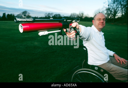 PICTURE CREDIT DOUG BLANE Archer Grant Miller training for the para Olympics - Stock Image