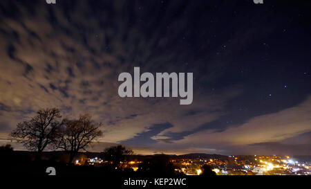 Ashbourne, Derbyshire, UK. 23rd October, 2017. UK Weather: night photograph over Ashbourne Derbyshire showing possible - Stock Image
