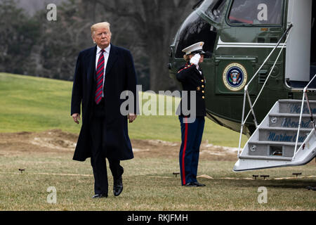 US President Donald Trump arrives on the South Lawn of the White House aboard Marine One in Washington, DC after a trip to Dover, Delaware where he visited with the families of 4 Americans killed in Syria on January 19, 2019. - Stock Image