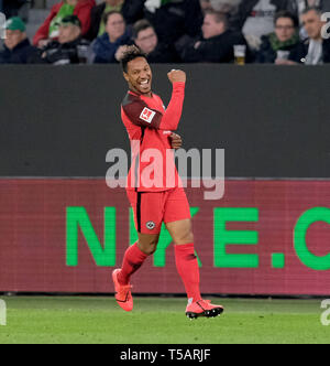 22 April 2019, Lower Saxony, Wolfsburg: Soccer: Bundesliga, 30th matchday: VfL Wolfsburg - Eintracht Frankfurt in the Volkswagen Arena. Frankfurt's Jonathan de Guzman cheers his goal to a 0:1 victory against VfL Wolfsburg. Photo: Peter Steffen/dpa - IMPORTANT NOTE: In accordance with the requirements of the DFL Deutsche Fußball Liga or the DFB Deutscher Fußball-Bund, it is prohibited to use or have used photographs taken in the stadium and/or the match in the form of sequence images and/or video-like photo sequences. - Stock Image