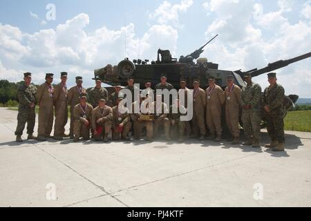 Lt. Gen. Brian D. Beaudreault, the deputy commandant of plans, policies, and operations, poses for a photo with the crews from 1st, 2nd, and 4th Tank Battalion after the awards ceremony at the 15th annual Tiger Competition awards ceremony at Wilcox Range, Fort Knox, Ky., Aug. 28, 2018. (U.S Marine Corps photo by Cpl. Dante J. Fries) - Stock Image