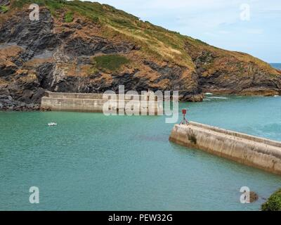 The sea walls of Port Isaac's harbour in north Cornwall - Stock Image