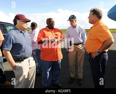 U.S. Virgin Islands Governor Kenneth Mapp (second from left) speaks to U.S. politicians as they arrive at the Cyril - Stock Image