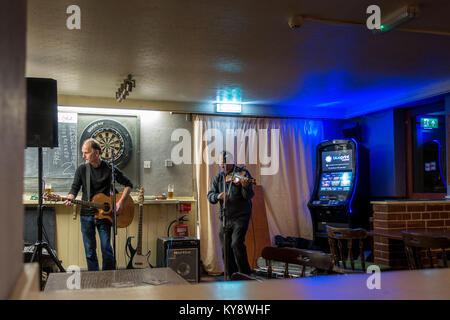 Still in the Brew, Pub Band/Folk Duo - The Eagle, Braintree, Essex - Stock Image