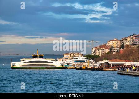 Docks of Uskudar, Istanbul, Turkey - Stock Image